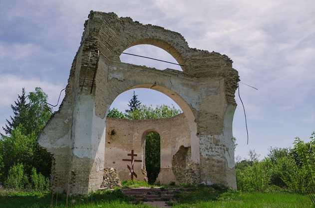 Ныне от церкви остались только фрагменты стен
