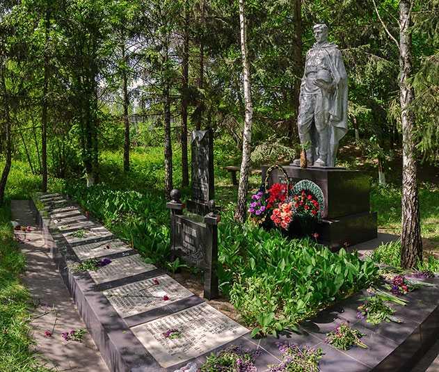 Памятник погибшим воинам-односельчанам в селе Ульяники