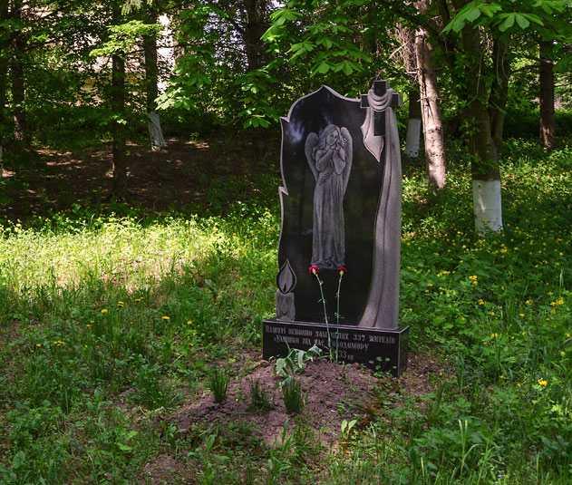 Памятник жертвам голодомора в селе Ульяники