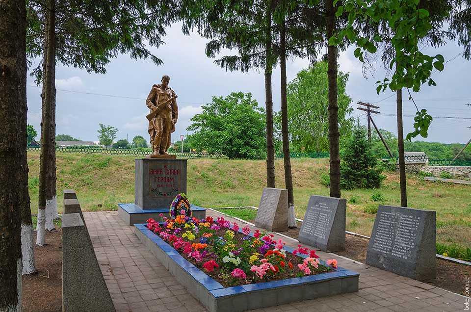 Памятник погибшим воинам-односельчанам в селе Вербовка