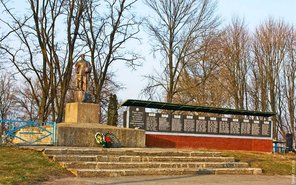 Монумент погибшим воинам 27.03.2010