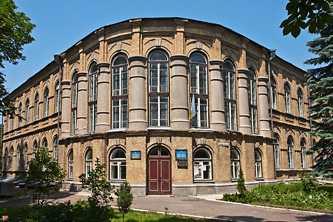 Здание бывшей гимназии в Золотоноше