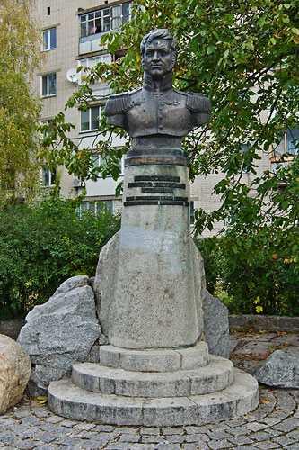 Памятник Дмитрию Неверовскому в Золотоноше
