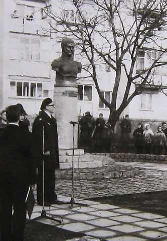 Открытие памятника герою отечественной войны 1812 г. генерал-лейтенанту Д.П. Невировскому 01.11.1996