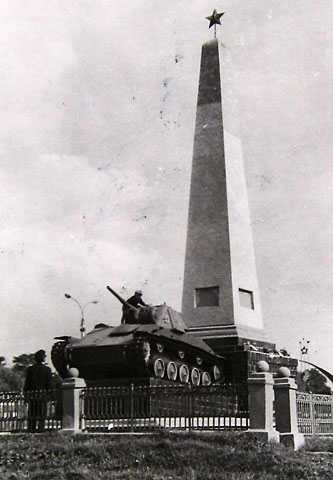Памятник погибшим войнам в Золотоноше 1970 г.
