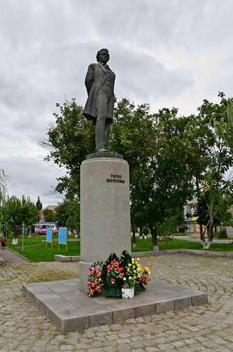 Памятник Т.Г. Шевченко в Звенигородке
