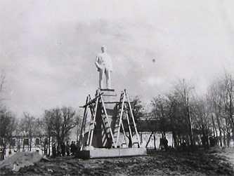 Установка памятника Ленину в Звенигородке 1972 г.